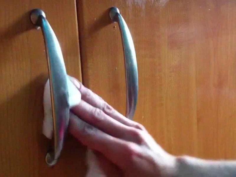 ¿Cómo limpiar los armarios de la cocina?