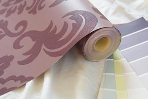 Eliminar las burbujas de papel pintado