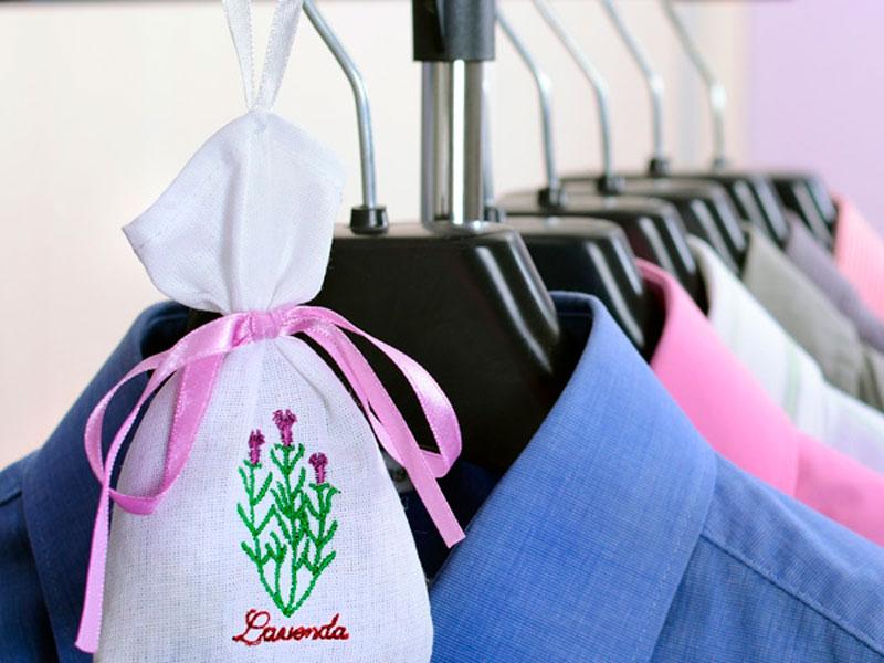 Trucos para eliminar el olor de la ropa